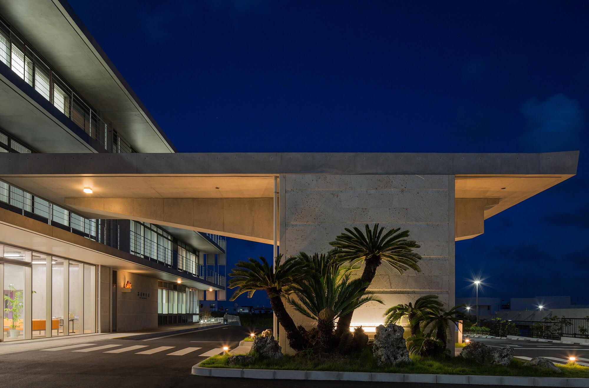 『西原町庁舎等複合施設』-沖縄県西原町-建築写真・竣工写真・インテリア写真2