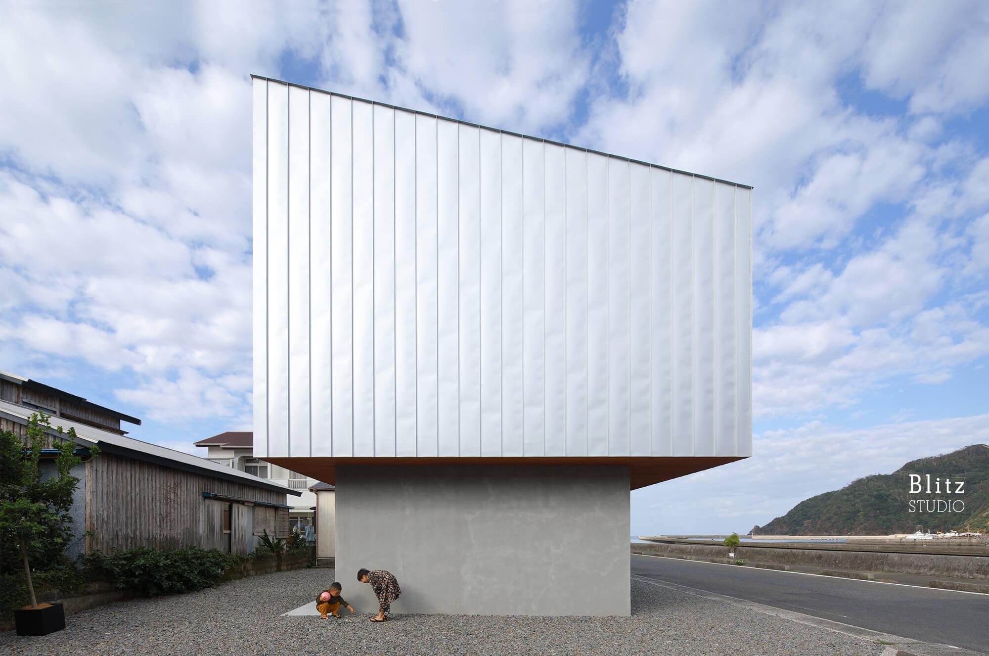 『名瀬鳩浜の家』-鹿児島県奄美大島-建築写真・竣工写真・インテリア写真1