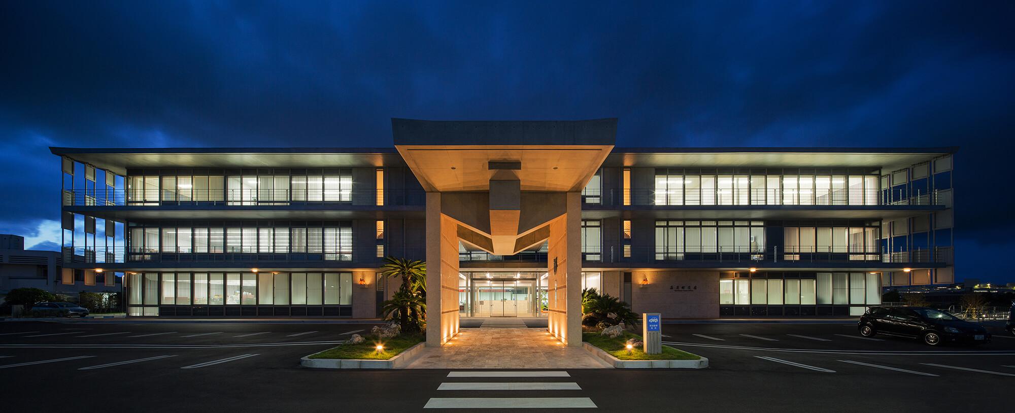 『西原町庁舎等複合施設』-沖縄県西原町-建築写真・竣工写真・インテリア写真1