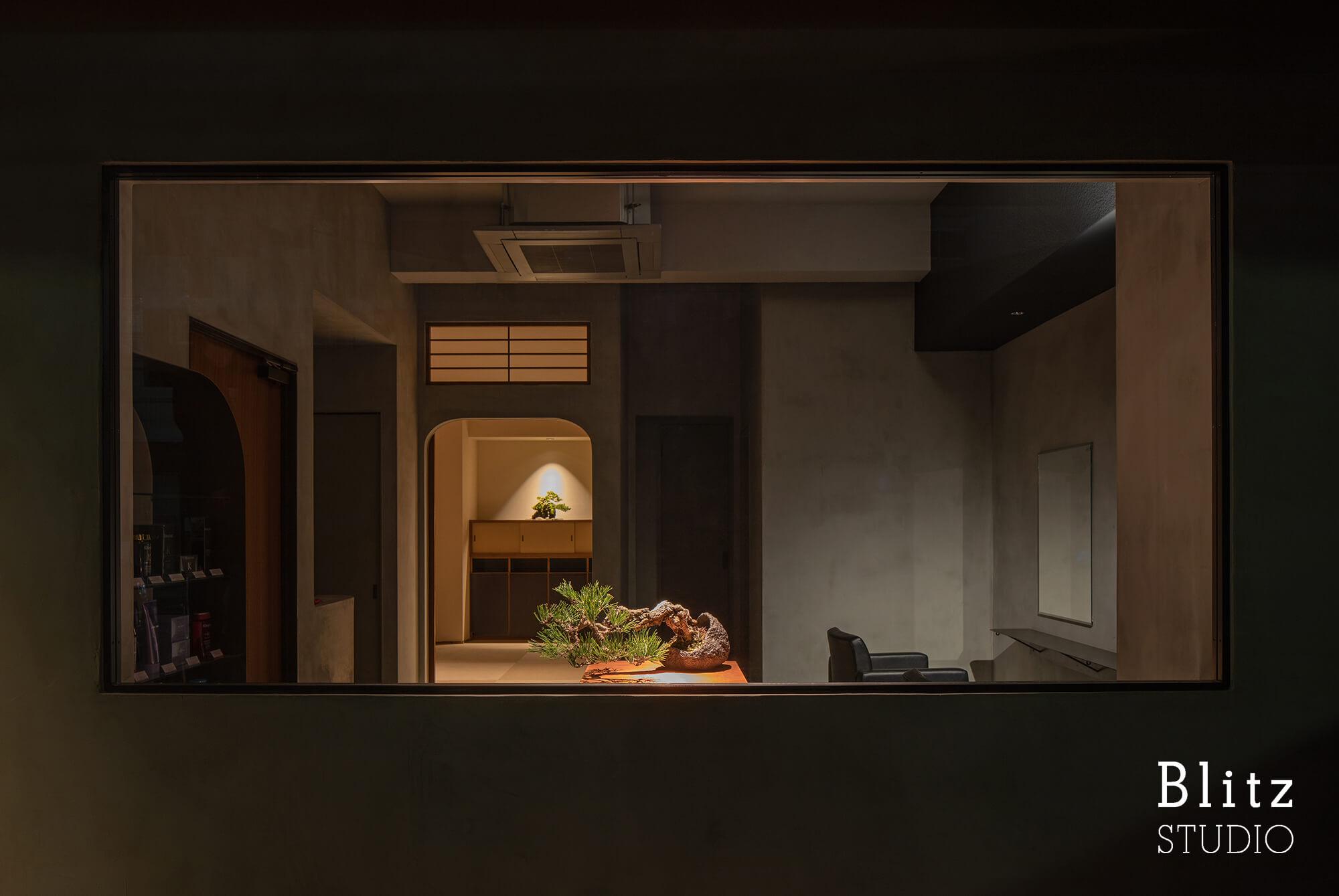『盆栽家・島津拓哉 04』-美容室  La collectio-建築写真・竣工写真・インテリア写真2