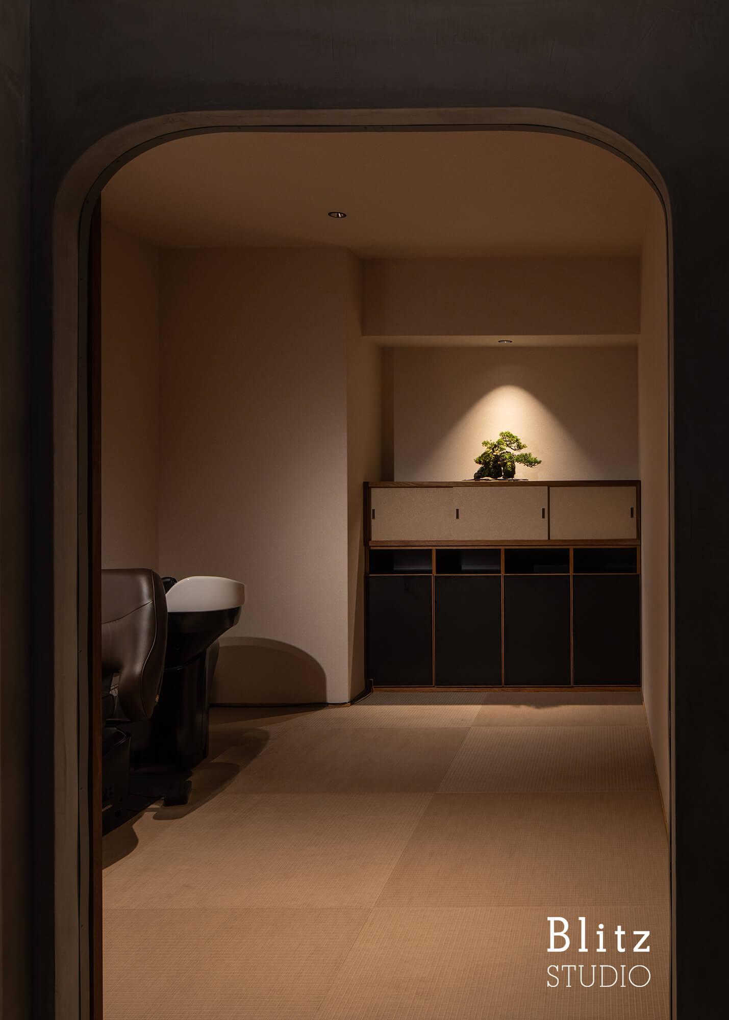 『盆栽家・島津拓哉 04』-美容室  La collectio-建築写真・竣工写真・インテリア写真4